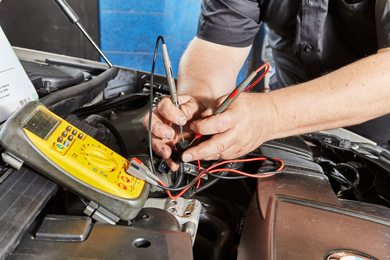 Car mechanics earby